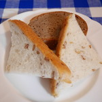 カフェ・ボーチカ - 黒パンとライ麦入り白パン