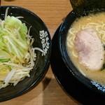 横浜家系ラーメン 町田商店  - もやキャベ&ラーメン♪