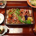 ひがし山 - 炭火焼ステーキ重 3600円(税別)