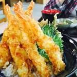 お食事処 すずきや - 料理写真:海老盛々天丼¥1,350
