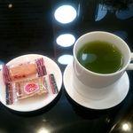 しずく shizuku 429 - 抹茶入り玄米茶、お菓子付き