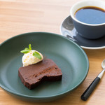 チョコレートのテリーヌとバニラアイス