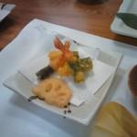 67868302 - シソを巻いた天ぷら。
