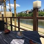 SAGRA - 鴨川の昼床