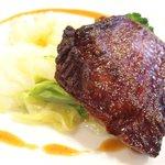 ビストロ ラグラティチュード - ランチセット 1200円 の牛ハラミ肉のステーキ