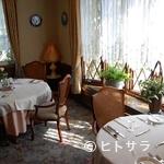 ポールロジェ - 落ち着いた雰囲気でフランス料理のデートはいかがですか