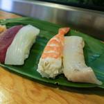 陣寿司 - 最初に出てきたマグロ、イカ、海老、タイ。