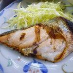 越後屋 - 生マスの塩焼き140円