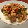 ちゃ~牛 - 料理写真:鶏肉と袋茸ときゅうりとカシューナッツ炒め