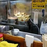 ホープ軒本舗 - 凄い量の丼ぶりがスタンバイ