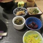 Kameyamamanabu - 小鉢7個は壮観です