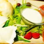 オービカ モッツァレラバー - 3種の水牛チーズ。クラシカ、アッフミカータ、ストラッチャテッラ