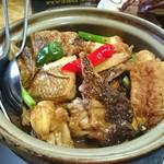 美楽一杯 - 魚頭沙煲(魚の頭と豆腐の土鍋煮込み)