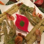 よしだ - 山菜の天ぷらと海老のから揚げ抹茶塩で