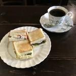 宮田屋珈琲レンガ館 Cafe - 3種のサンドセット、650円です。