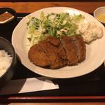 亭久五 - BIGメンチカツ 780円。
