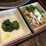 居酒屋 殿(シンガリ) - キュウリの漬け物と豚しゃぶ