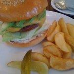 レッグオンダイナー - アボカドチーズハンバーガー