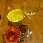 モクオラディキシーダイナーウイラニ  - コンボに付くスープ、白ワイン、紅茶