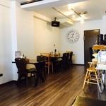 汁なし麺専門店 メンデザイン - カフェのような雰囲気!
