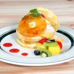 カフェ&パンケーキ gram - パインとココナッツのキャラメルパンケーキ