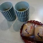 67901384 - 娘娘饅頭とほうじ茶