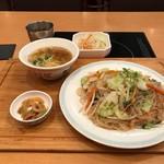 台湾担仔麺 - 焼きビーフン(880円)