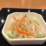 台湾担仔麺 - 大根サラダ
