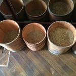 オクダローストカフェ - 店内で販売してる豆