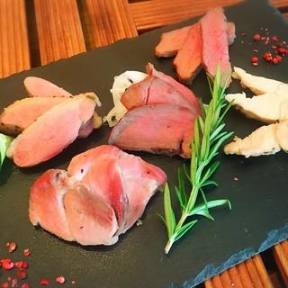 焼きたて!自家製ロースト&ジビエ5種食べ比べ☆