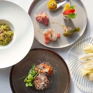 シェフが選んだ美味しい食材を神戸らしく表現した料理の数々