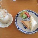 サンドグラス - クロックムッシュ(ハム&チーズ)・ミニサラダ・アイスロイヤルミルクティー