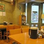 Kikuya Curry - カフェのような店内、静かに時は流れる