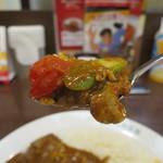 CoCo壱番屋 - チキンと夏野菜カレー(ビーフソース・きのこトッピング・10辛)リフトアップ