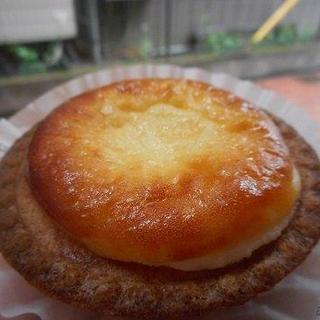 ベイク チーズ タルト - 料理写真:ベイクチーズタルト1個216円