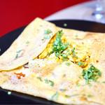 フランボワーズ - ガレットドーサ タンドリーチキン、モッツァレラチーズ、マッシュルーム、トマトソース、コリアンダー ¥1680