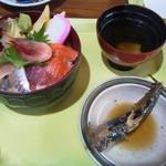 67917221 - 海鮮丼定食800円