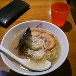 Mensakabamagari - 煮干し中華そば(塩)