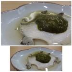 鮨 かんび - 料理写真:◆蒸し鮑、肝ソース添え。 薄切りにした鮑が2切れ盛られ、その上から肝ソースが・・ 鮑自体も柔らかいですし、肝ソースも美味しいこと。