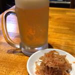 らーめん蓮 - 生ビールに辛子もやしを合わせる