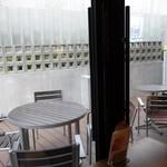クリオロ - (2017/4月)カフェから見たテラス席