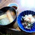地魚料理 おくむら - 地魚料理 おくむら @佐島 定食のホウレン草のおしたしと揚げの味噌汁