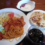 コテージマム - 料理写真:トマトソーススパゲティとミニパングラタン