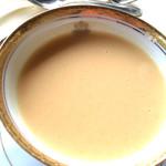 メインダイニングルーム - 野菜のクリームスープ