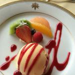 メインダイニングルーム - 金谷特製アイスクリームとフルーツ