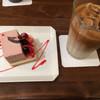 アヴァンソン - 料理写真:ケーキとカフェラテ