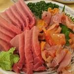 味久 - 中トロと赤貝の盛り合わせ