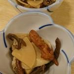 味久 - お通し  タケノコ、ゼンマイ、さつま揚げ等の煮物