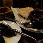 Irish Bar Craic - ムール貝のアヒージョ(バゲット付きます)