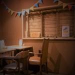 ティンバーズ カフェ ツキジ テーブル - 喫煙席
